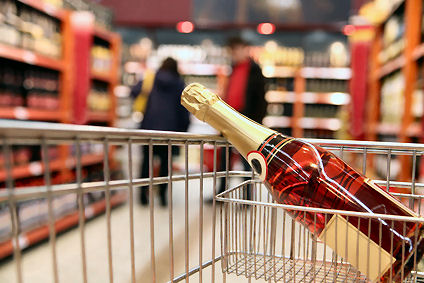 Shopping Cart with Pink Bubbly © LVDESIGN - Fotolia