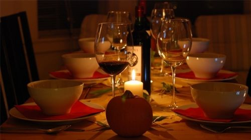 Thanksgiving-table-and-wine