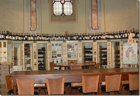 2445569-Barbaresco_chapel_Castagnole_Lanze