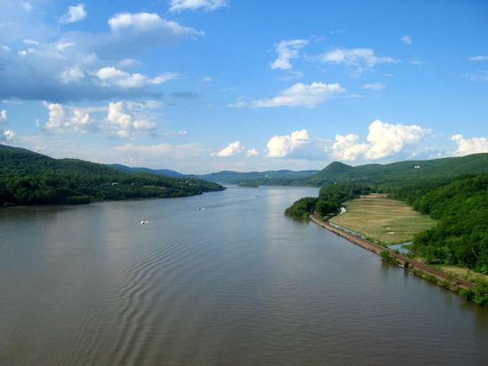Hudson_river_from_bear_mountain_bridge